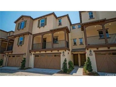 Saugus Condo/Townhouse For Sale: 22143 Barrington Way