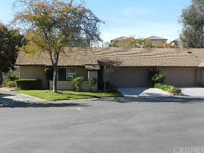 Newhall Condo/Townhouse For Sale: 26127 Rainbow Glen Drive