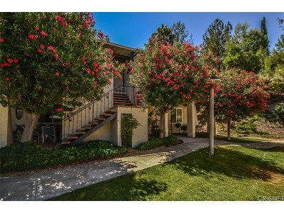 Newhall Condo/Townhouse For Sale: 19706 Spanish Oak Drive