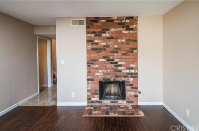Chatsworth Condo/Townhouse For Sale: 21333 Lassen Street #8D
