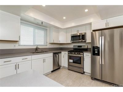Valley Village Condo/Townhouse For Sale: 5457 Hermitage Avenue #101