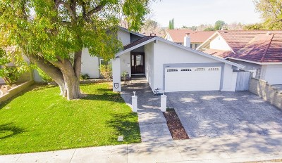 Valencia Single Family Home For Sale: 25643 Chimney Rock Road