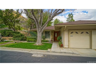 Newhall Condo/Townhouse For Sale: 19407 Flowers Court