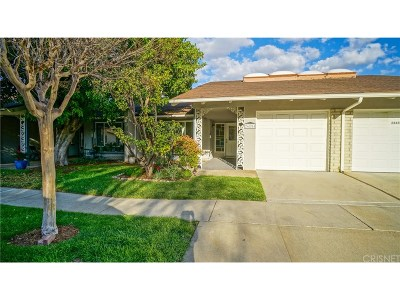 Newhall Condo/Townhouse For Sale: 26854 Avenue Of The Oaks