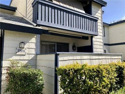 Saugus Condo/Townhouse For Sale: 27616 Susan Beth Way #E