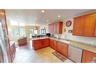 Valencia Single Family Home For Sale: 23706 Via Tomas