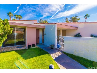 Palm Springs Condo/Townhouse For Sale: 2545 North Whitewater Club Drive #D