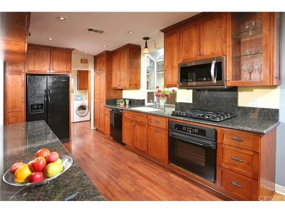 Woodland Hills Single Family Home For Sale: 22732 Clarendon Street