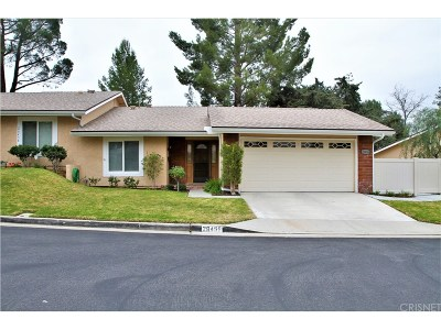 Newhall Condo/Townhouse For Sale: 26456 Oak Highland Drive