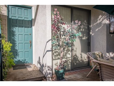 Tarzana Condo/Townhouse For Sale: 18701 Hatteras Street #4