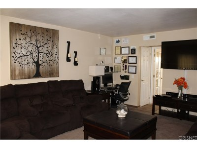 Chatsworth Condo/Townhouse For Sale: 10065 De Soto Avenue #207