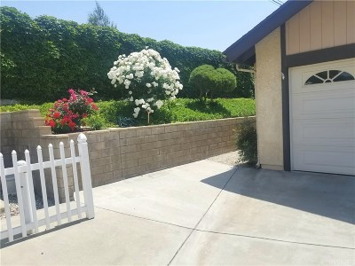 Newhall Condo/Townhouse For Sale: 19006 Avenue Of The Oaks