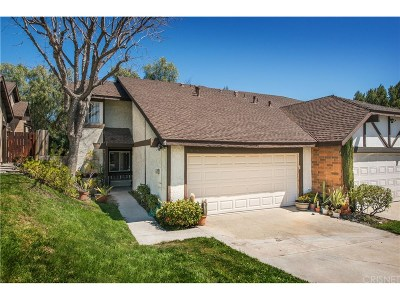 Canyon Country Condo/Townhouse For Sale: 28268 Miss Grace Drive