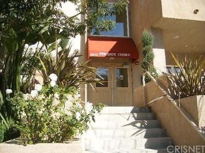 Northridge Condo/Townhouse For Sale: 9610 Zelzah Avenue #305