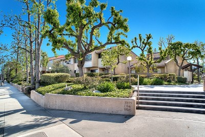 Chatsworth Condo/Townhouse For Sale: 10041 Topanga Canyon Boulevard #21