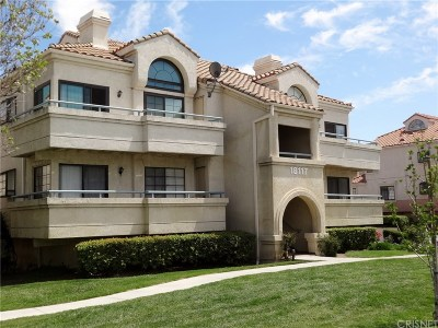 Canyon Country Condo/Townhouse For Sale: 18117 Erik Court #414