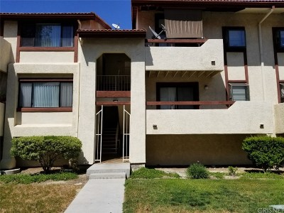 Canyon Country Condo/Townhouse For Sale: 18182 Sundowner Way #1032