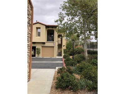 Canyon Country Condo/Townhouse For Sale: 17981 Lost Canyon Road #108