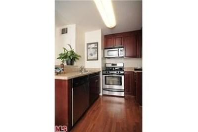 Woodland Hills Condo/Townhouse For Sale: 5515 Canoga Avenue #116