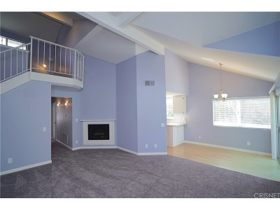 Canyon Country Condo/Townhouse For Sale: 26957 Rainbow Glen Drive #740
