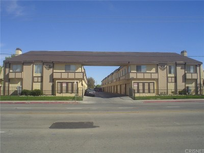 Palmdale Condo/Townhouse For Sale: 38710 10th Street East #2