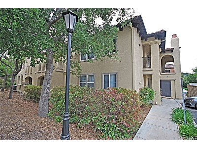Canyon Country Condo/Townhouse For Sale: 17981 Lost Canyon Road #110