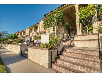 Chatsworth Condo/Townhouse For Sale: 10030 Owensmouth Avenue #40