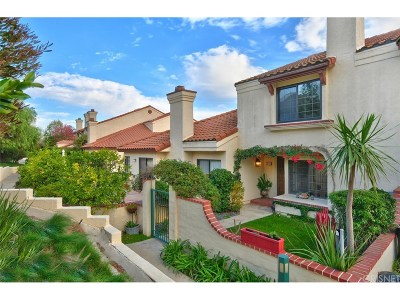 Simi Valley Condo/Townhouse For Sale: 392 Country Club Drive #C