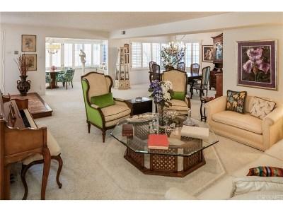 Encino Condo/Townhouse For Sale: 5315 Yarmouth Avenue #107