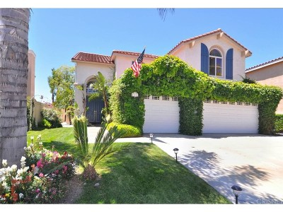 Newhall Single Family Home Active Under Contract: 21212 Oakleaf Canyon Drive