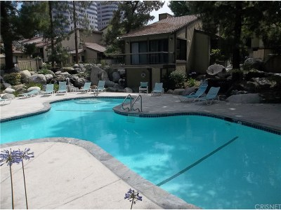 Woodland Hills Condo/Townhouse For Sale: 21545 Erwin Street #95