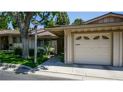 Newhall Condo/Townhouse For Sale: 26852 East Oak Branch Circle East