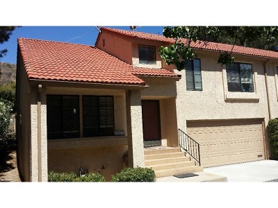 Newhall Condo/Townhouse For Sale: 19957 Avenue Of The Oaks