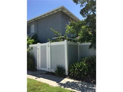Saugus Condo/Townhouse For Sale: 28059 Robin Avenue #166