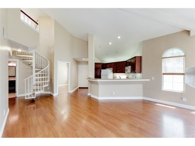 Stevenson Ranch Condo/Townhouse For Sale: 25554 Hemingway Avenue #E