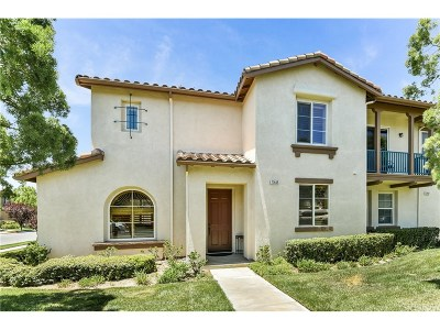 Valencia Condo/Townhouse For Sale: 27445 Acacia Drive