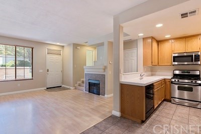 Stevenson Ranch Condo/Townhouse For Sale: 25540 Schubert Circle #E