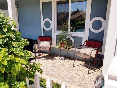 Newhall Condo/Townhouse For Sale: 26719 Whispering Leaves Drive #C