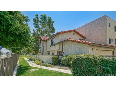 Canyon Country Condo/Townhouse For Sale: 18031 River Circle #6