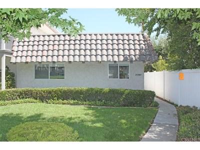 Newhall Condo/Townhouse For Sale: 25264 Avenida Dorena #17