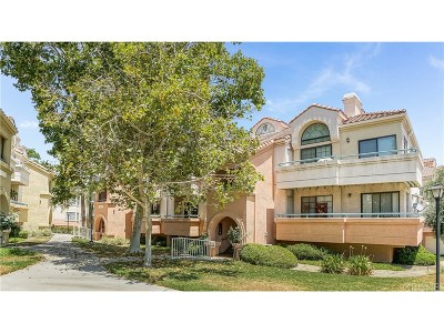 Canyon Country Condo/Townhouse For Sale: 18106 Erik Court #574