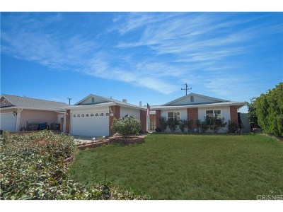 Canyon Country Single Family Home Active Under Contract: 27211 Oakgale Avenue