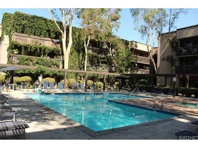 Woodland Hills Condo/Townhouse For Sale: 22100 Burbank Boulevard #328C