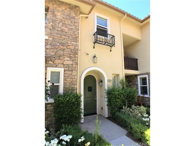 Valencia Condo/Townhouse For Sale: 28429 Herrera Street
