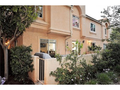 Stevenson Ranch Condo/Townhouse For Sale: 25250 Steinbeck Avenue #D