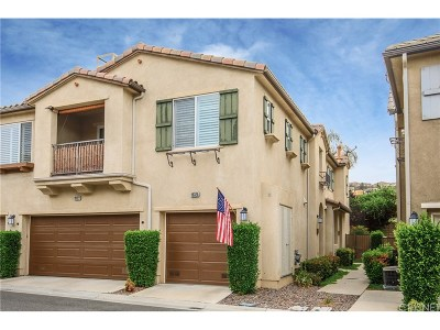 Saugus Condo/Townhouse For Sale: 19325 Opal Lane
