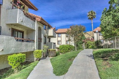 Canyon Country Condo/Townhouse For Sale: 18128 Sundowner Way #1140
