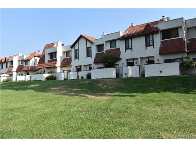 Canyon Country Condo/Townhouse For Sale: 27612 Nugget Drive #5
