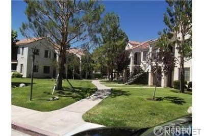 Palmdale Condo/Townhouse For Sale: 2554 Olive Drive #95