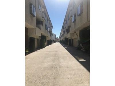 Canoga Park Condo/Townhouse For Sale: 7650 Topanga Canyon Boulevard #8